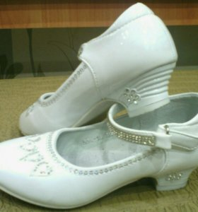 Туфли для девочкм