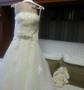 Испанское свадебное платье.Очень удобное и легкое.
