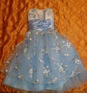 Платье для выпусконого