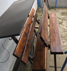 Скамейка и стол на кладбище