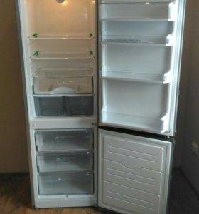Продаю двухкамерный холодильник