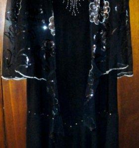 Платье с накидкой на плечи
