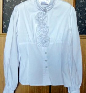 Блузка белая х/б, декор розы с тонкой черной окант