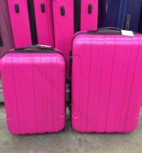 Новые чемоданы пластиковые