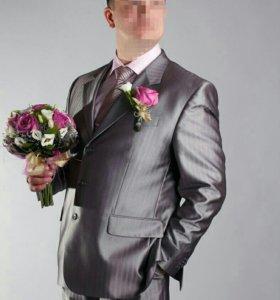 Продам отличный мужской костюм