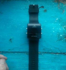 Продам часы адидас Led watch