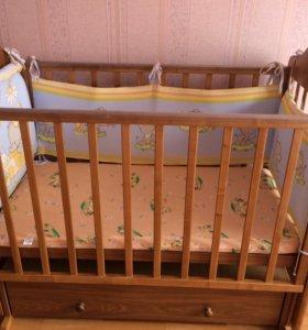Детская кроватка , с матрасом , с бортиками ,
