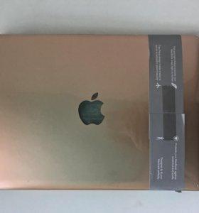 Золотой чехол на MacBook Pro13