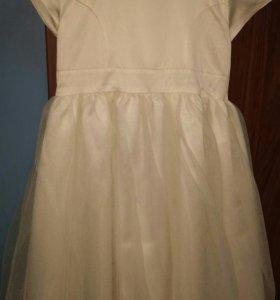 Платье для девочки. Очень нарядное.