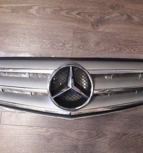 Решетка Радиатора на Mercedes-Benz C-Class W204