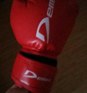 Перчатки боксёрские красные