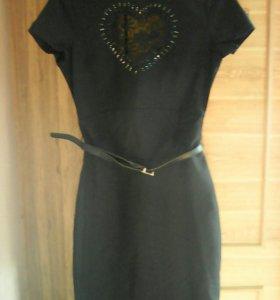 Платье с красивой кружевной вставкой, р s