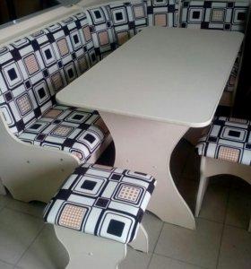 Кухонный угол, стол и 2табурета