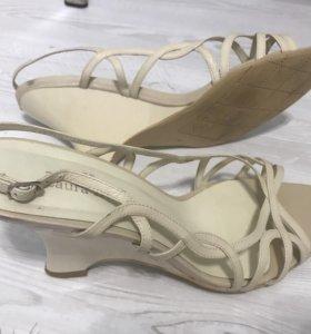 Туфли кожаные Laura Berti