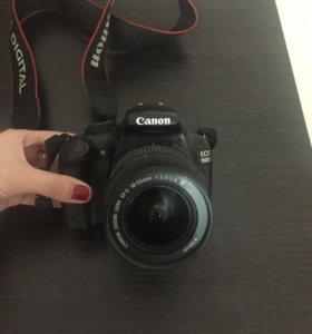 Зеркальный фотоаппарат Canon EOS 1100 D + 8 GB