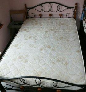 Двуспальная железная кровать и матрас