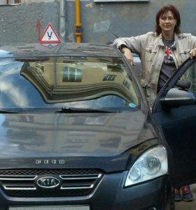 Инструктор по вождению женщина, АКПП