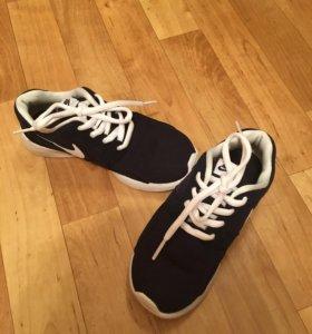 Кроссовки Nike оригинальные. 29 размер
