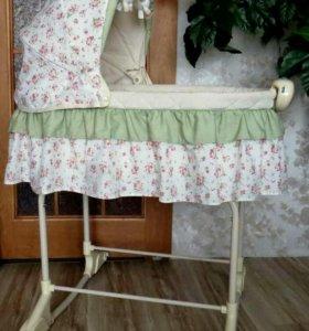 Детская кроватка (колыбелька)
