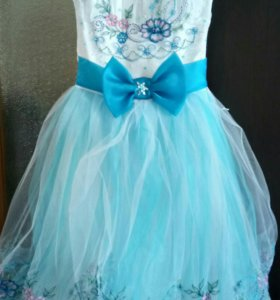 Платье для девочки, размер 128-134,состояние идеал