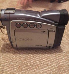 Продаю видеокамеру на кассете Canon MV690