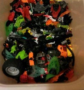 4 ящика деталей Лего