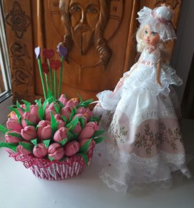 Набор кукла-шкатулка и цветы с конфетами
