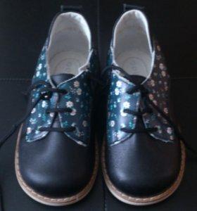 Новые детские ботинки р25