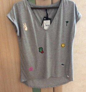 Женская футболка с нашивками