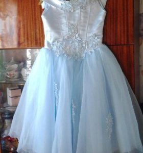 Платье шикарное,