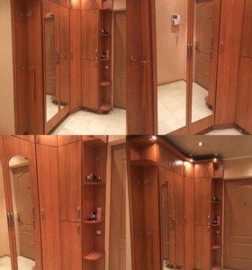 Шкаф с подсветкой и зеркалами