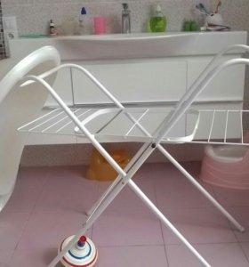 Ванночка со стойкой для купания ребенка