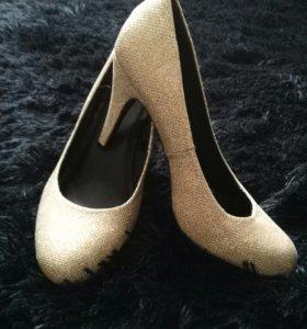 Туфли золотые 39 р