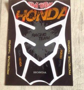 Защитная наклейка на бак мотоцикла Honda