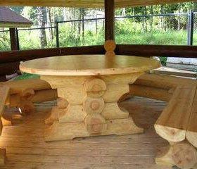 Стол и лавки из бревна(стол раздвигается)