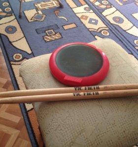 Пэд с барабанными палочками