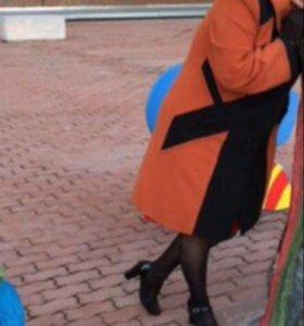 Пальто демисезонное, перчатки, сумочка,палантин