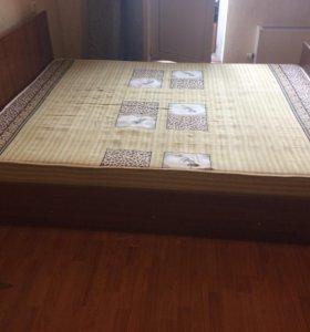 Кровать двухспальный с матрасом