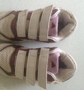 Кроссовки adidas на девочку 26 размер