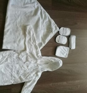 Халат,полотенце и т.д.))