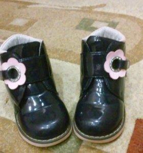 Детские ботинки , сапожки