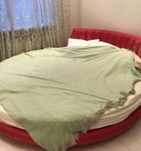 Кровать красная круглая