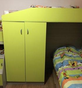 Кровать двухъярусная б/у