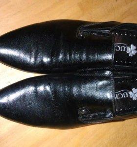 Туфли на подростка 38 размер, новые.