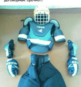 Хоккейная экипировка, торг уместен, срочно!!!!!