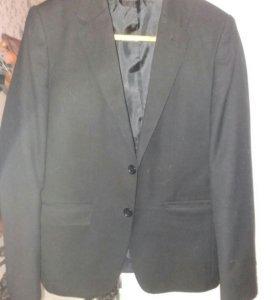 Новый школьный пиджак черного цвета