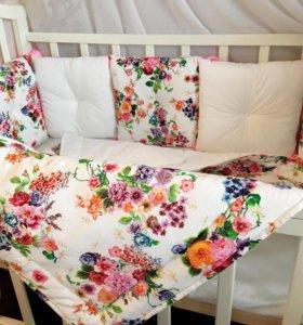 Комплект в кроватку, одеялко и простыня.
