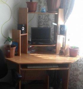 Стол компьютерный,угловой