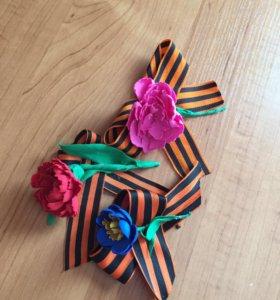 Георгиевская ленточка с цветком на 9 мая