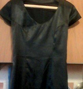 Платье атласное новое облегающее